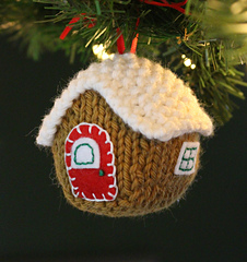 Gingerbread_house_w_lights_2_small