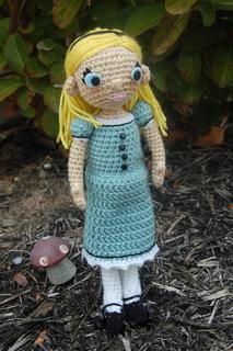 Alicenoapron_small2