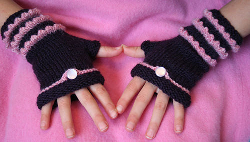 Fairytale_fingerless_mitts_003_medium