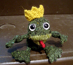 Knitted_frog_prince-2_small