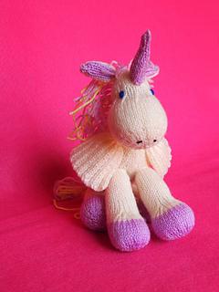 Horse_05__mystery_pegacorn_-01_small2