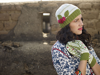 Rosita-hat-and-mittens_small2