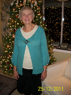 Mom_s_holly_sweater_002_small2