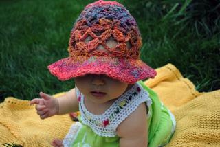 Daisy_lace_sun_bonnet_small2