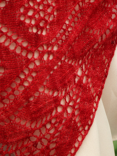 Close-up_lace_edging_small2