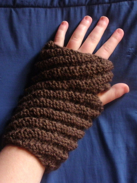 Diagonal Rib Mitts
