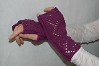 Heart-lace-wristlets_small2