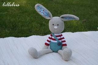 Crochet_toy_patterns_bunnies_small2