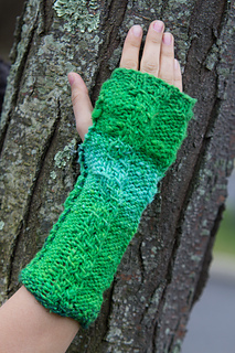 Chain-two-green-glove-3_small2