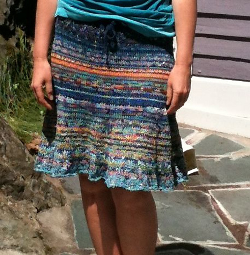 Floofy skirt made with leftover yarns in cotton, nylon and tencel