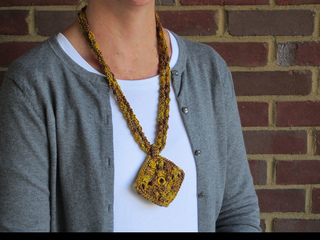 Holiday_gold_necklace9_small2