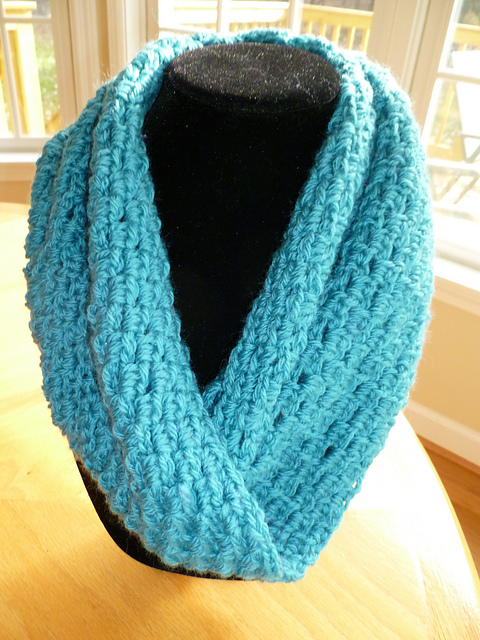 Free Crochet Pattern For A Cowl : Gallery For > Easy Crochet Cowl Scarf Pattern