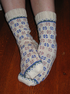 Candied_violets_socks_003_small2