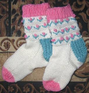 Childs_flowers_socks02_small2