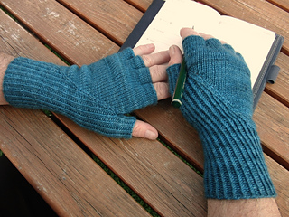 Hiddengusset_gloves6_small2