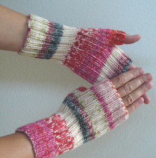 Stretchy_mitts_3_small2