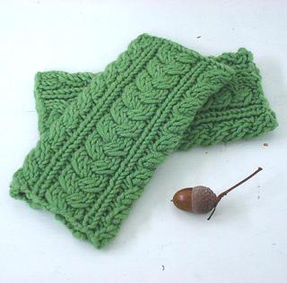 Green_wrist_warmers_4_small2