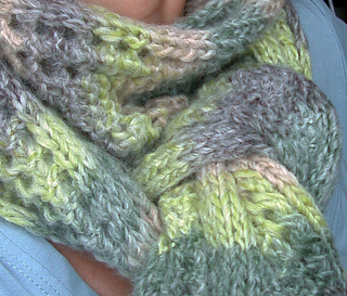 Scarf_with_two_right_sides3_small2