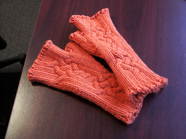 Trenza Mitts by Harper
