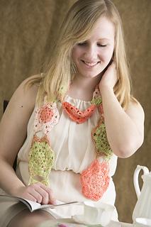 Crochet-flowers-in-bloom-scarf_small2