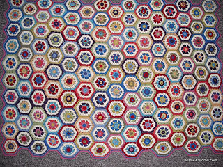 Flower-to-hexagon-crochet-blanket_small2