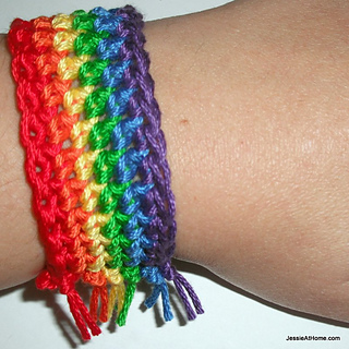Rainbow-bracelet-free-crochet-pattern_by_jessie-at-home_small2