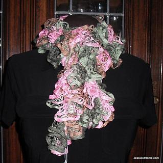 Free-crochet-pattern-spiral-crochet-net-ruffle-scarf_small2