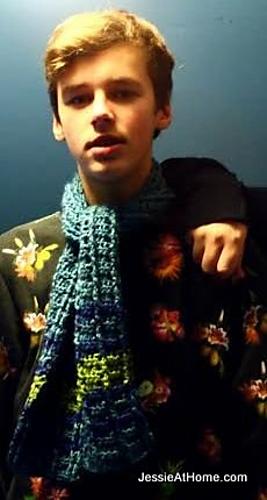 Free-crochet-pattern-raised-stripes-scarf-blue_medium