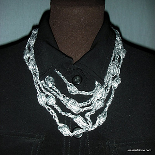 Free-crochet-puff-stitch-necklace-short_small2