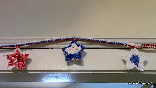 Free-crochet-pattern-stars-and-stripes-bunting_medium
