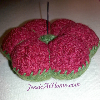 Free-crochet-pattern-felted-floral-pin-cushion-by-jessie-at-home_small2