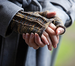 Quintyne_fingerless_mittens_small