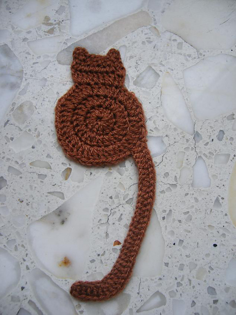 crochet cat bookmark