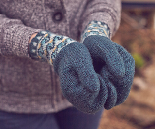 Stormy_waters_gloves_small2