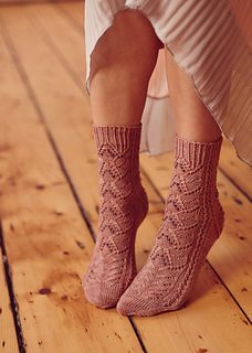 Magnolia_lace_socks_small2
