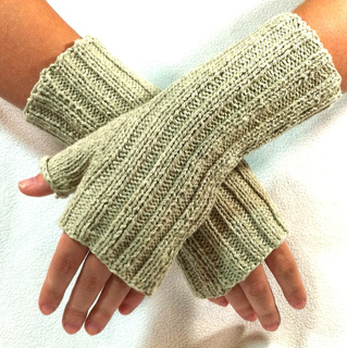 Fingerless_gloves_1_small2