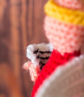 Crochet_angel_ornaments_close_up_small2