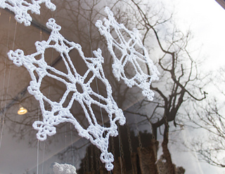 Crochet_snowflakes_window_display_small2