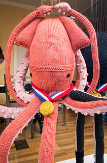 Ice_dancing_squid_knit_window_display_small2