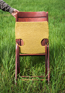 Cable_knit_antique_chair_bottom_small2