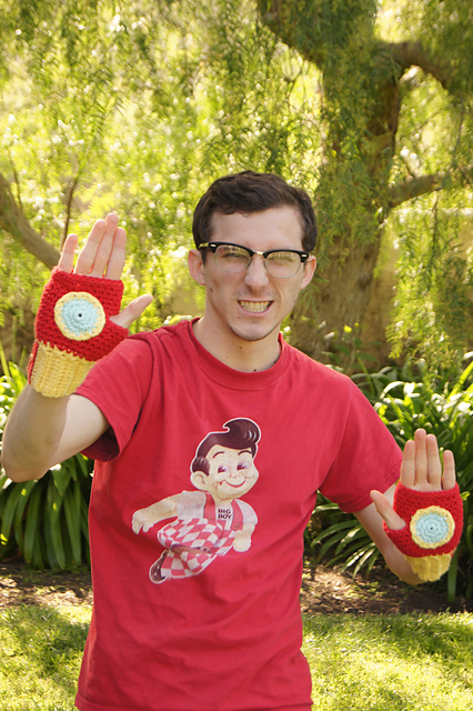 Crocheted Iron Man Fingerless Gloves by Louis Mensinger (FREE)