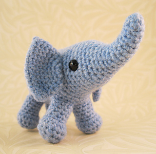 Baby_elephant_07_small2