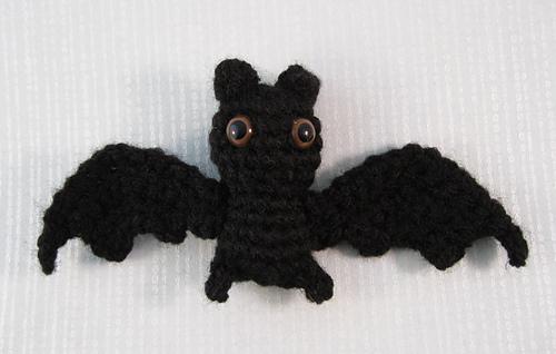 Amigurumi Bat Wings : Ravelry: Itty Bitty Bat Amigurumi pattern by Lucy Collin
