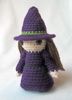Purple_witch_02_small2