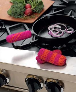 Crochet_at_home_-_pan_handlers_beauty_shot_small2