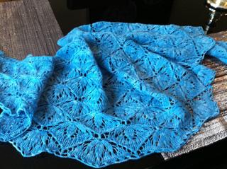 Lirekasse_og_bobby_blue_shawl_juli_11_013_small2