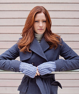 Ines_wristwarmers_powder_blue_small2