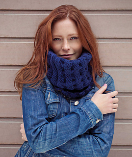 Gullan_snood_in_marine_blue_small2