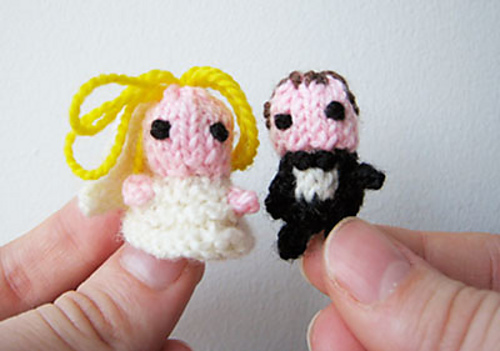 little knitted bride and groom