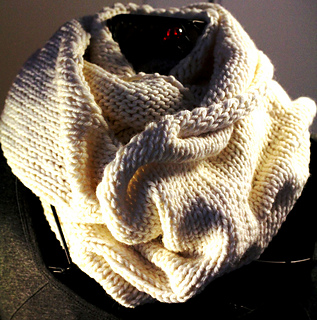 Mogul_scarf_twisted_lighter_small2